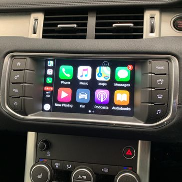 apple car pay in a range rover evoque