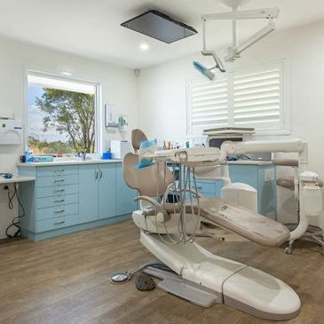 Dr Jonathan Loughlin' dental practice in Toowoomba, Queensland where he places dental implants.
