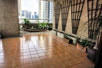 Asoke Tower: 285sq.m. 3 bed 3.5 bath, maids room rent: B65,000 sale: B23,000,000
