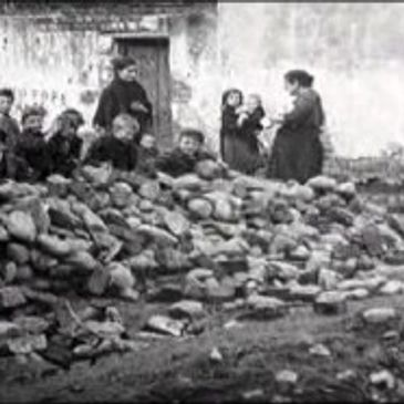 Children build a barricade - 1920, Belfast