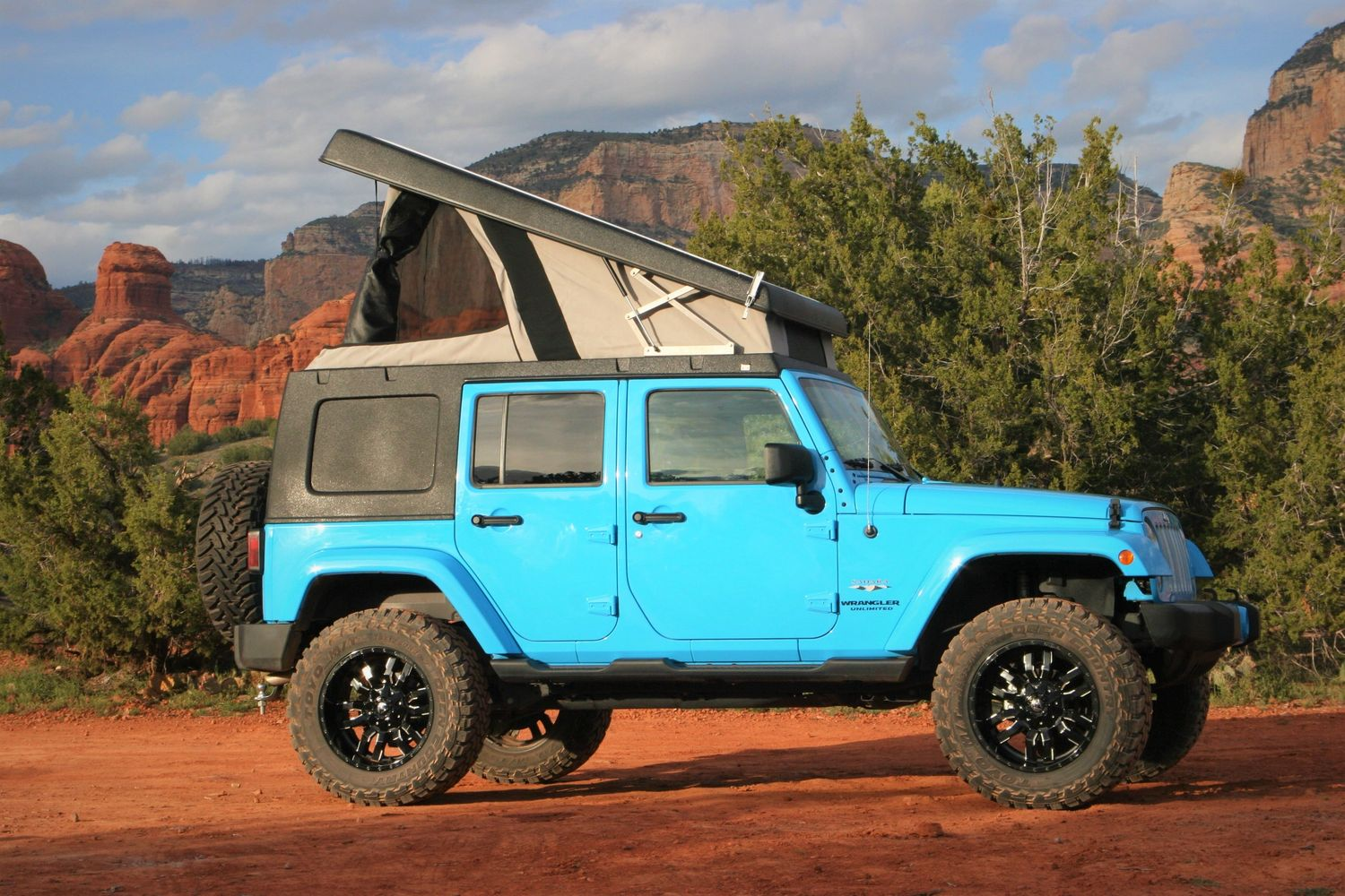 Fully outfitted camper Jeep rental in Moab, Utah