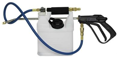 in-line sprayer used to apply cleaning solutions to the carpet fibers prior to cleaning them