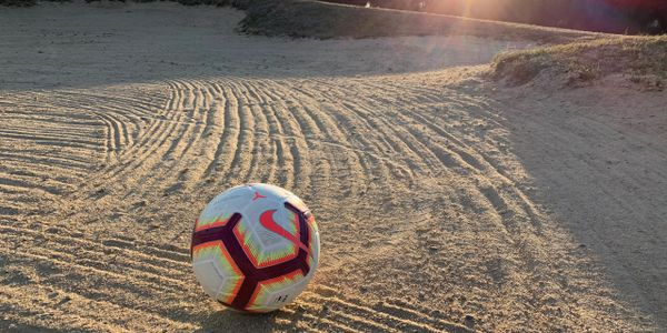 Balón en bunker desde Sanchidrián, Ávila. FootGolf. #FootGolf