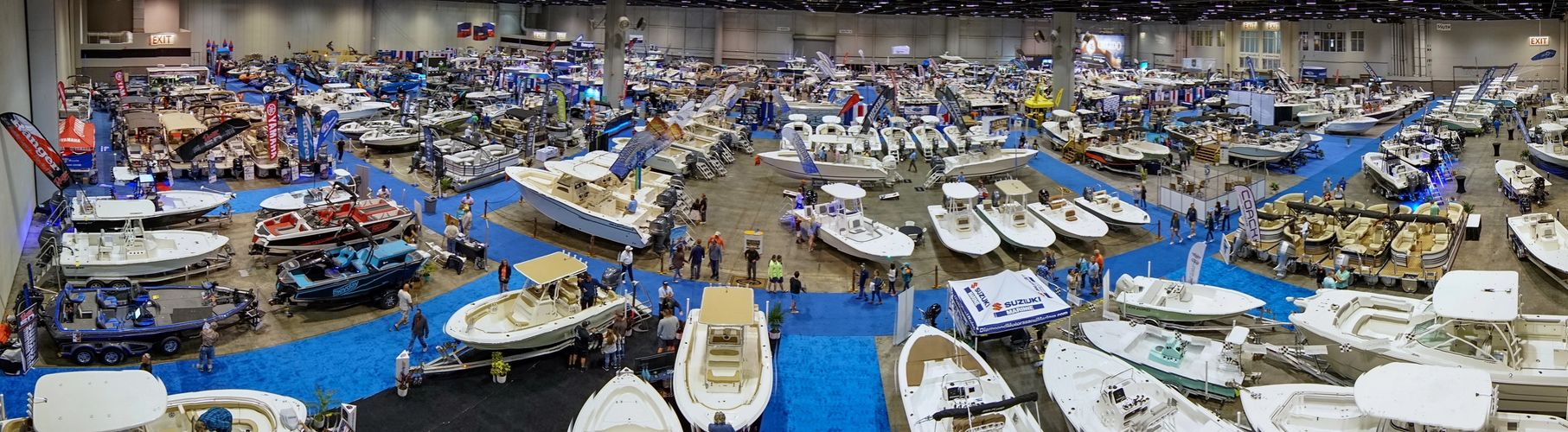 A picture of the boat show with over 400 boats.