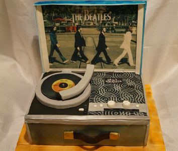 novelty record player cake
