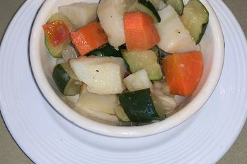 zucchini, potatoes, carrots, cabbage & bell peppers slow cooked in olive oil and garlic. Vegan
