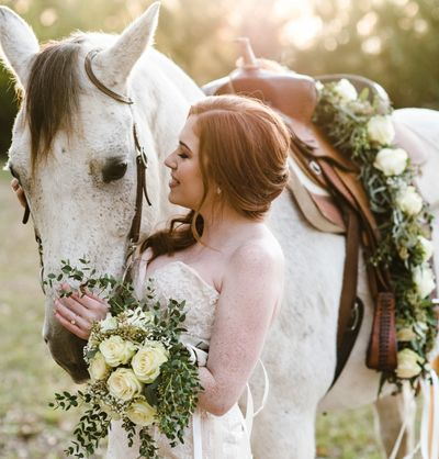 bride with a horse at thornfield plantation