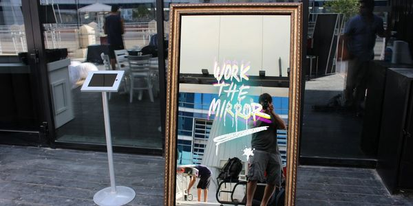 Mirror Booth, Photo Booth, Selfie Mirror, Vancouver, Richmond, Surrey, Party, Photography, MirrorMe