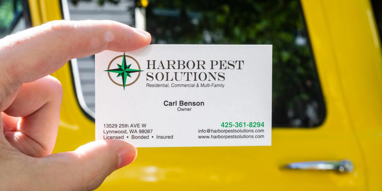 The card of a pest control specialist in Lynnwood, WA