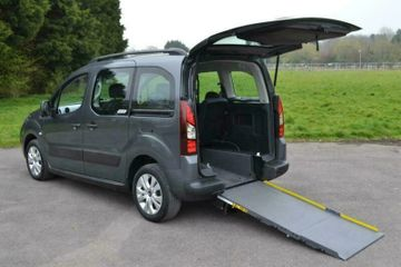 wheelchair taxi accessible vehicle for 1 passenger plus wheelchair