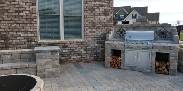 Outdoor Kitchen/Paver Patio combination.