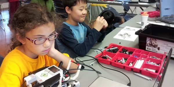 Robotics classes directly at schools. LEGO  equipment for coding and programming.