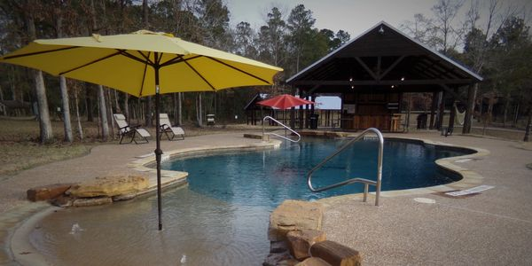 Adult walk-in pool and poolside bar