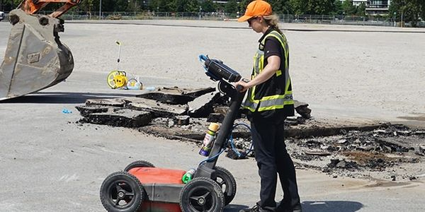 Utility location with ground penetrating radar