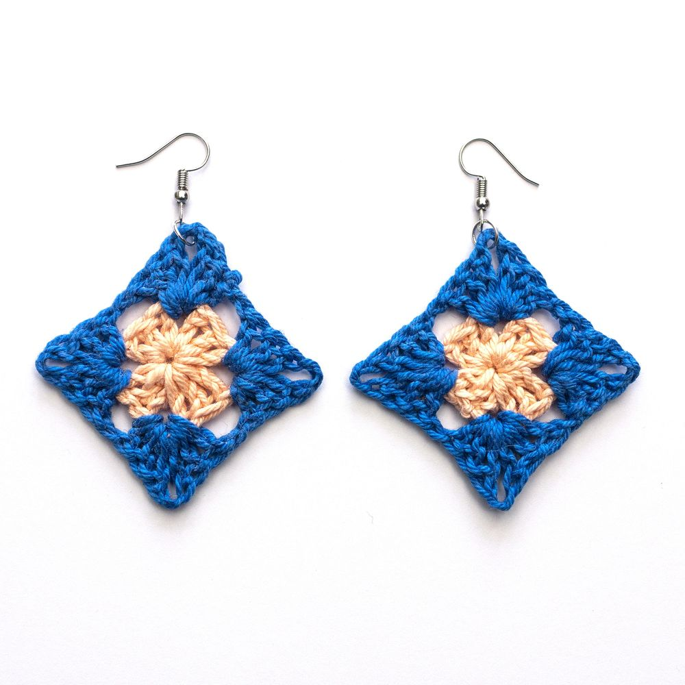 blue and peach granny square crocheted earrings.