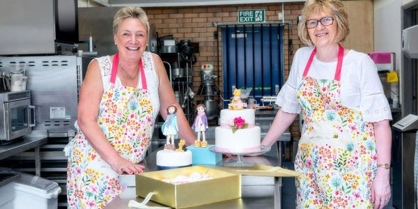 cake classes cheltenham - learn cake baking and decorating
