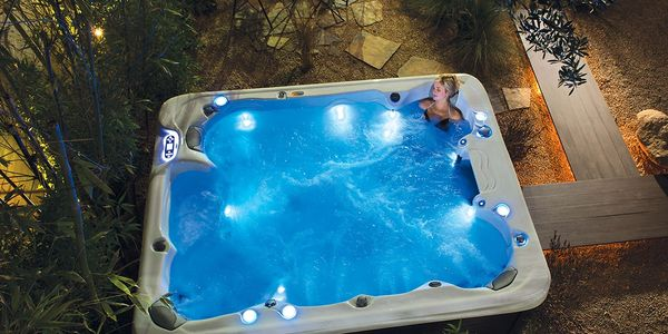 Hot tubs Sales,swim spas,hot tub sale Miami, pools above ground, Jacuzzi Sale, cheap hot tub sale,