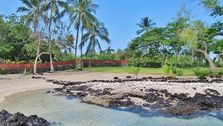 Manini Beach in Kealakekua Bay is only 20 minutes walk from Luana Inn Bed & Breakfast Captain Cook.