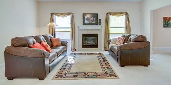 Home Staging by Janiene Palmeri. Living room in house for sale in Hamburg.