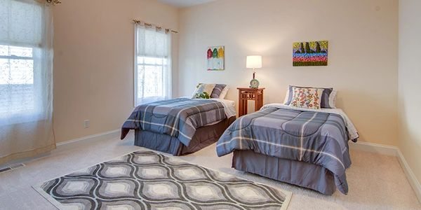 Home Staging by Janiene Palmeri. Spare bedroom in house for sale in Hamburg.