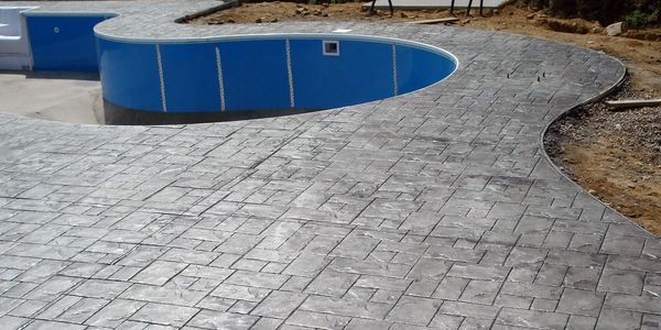 decorative concrete swimming pool deck