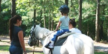 horseback trail riding, children, families, horseback riding lessons