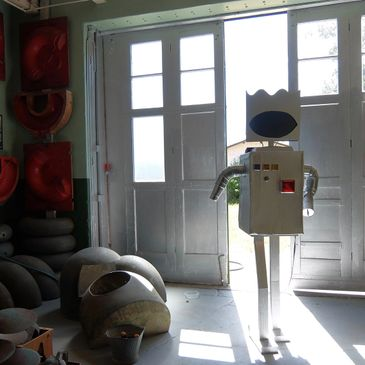 robot at Mac fine arts Gallery aka dead artist archive Oakland ca