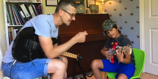 Teaching a young student the electric guitar
