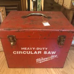 Vintage Milwaukee circular saw toolbox.