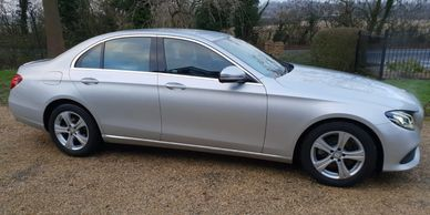 Southend on Sea taxi to Heathrow airport  Southend taxi to Gatwick airport Executive Chauffeur