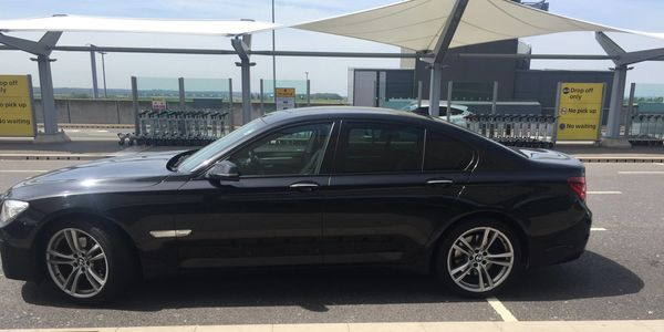 Luxury airport transfer Southend on Sea  Heathrow, Gatwick, London City Airport  Southend taxi