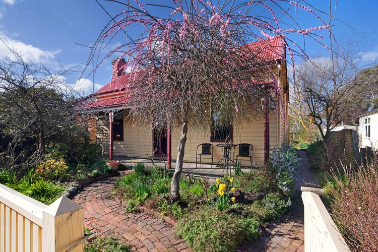 Ripon Cottage is renovated miners cottage dating from the 1890's