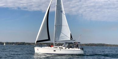We offer fractional sailing aboard a luxurious Hunter 36' in Oakville