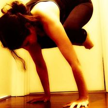 Yoga core strength classes in Fremantle with inversions and hand balancing fun. Photo of bakasana ,