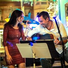 Moonstone acoustic duo at Bushwallersw