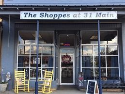 The Shoppes at 31 Main Wartrace TN antiques farmhouse decor gifts handcrafted candles clothing