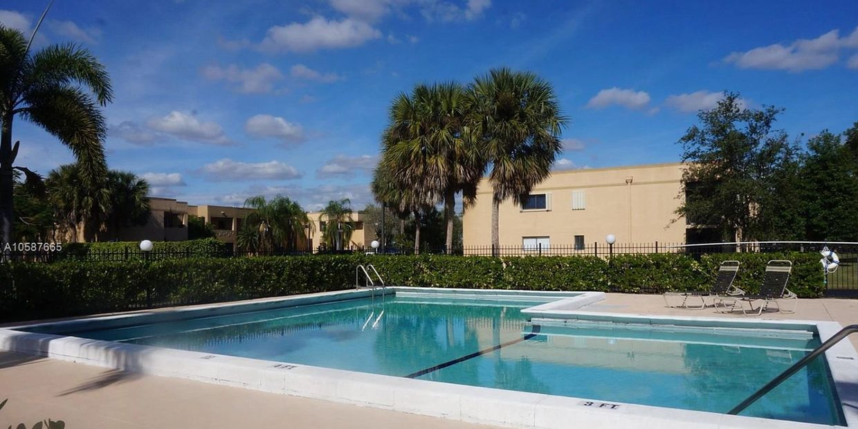 $219,8333  3 bed, 2 bath / 1,228 sqft 153 Lakeview Dr APT 106, Weston, FL 33326