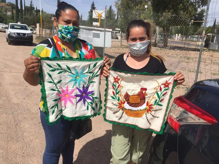 Artisans Wendy and her Mother from El Salvador, asylum seekers stuck in  Nogales, Mexico