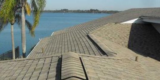 picture of a shingle roof in sarasota florida