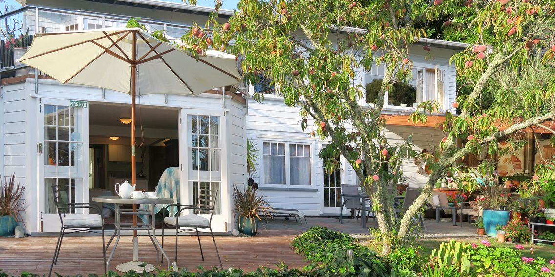 Boutique B&B Bed and Breakfast in Nelson City Centre, New Zealand. Private garden & deck.