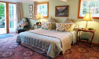 Boutique B&B Bed and Breakfast in Nelson City Centre, New Zealand. Private Apartment.