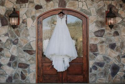 dress tuscan ridge wedding venue door stone