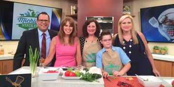 "Renee Chodkowski, aka ""The Great Foodini"", visits Fox @ Detroit with her sidekick ""Sous Chef Sully"""