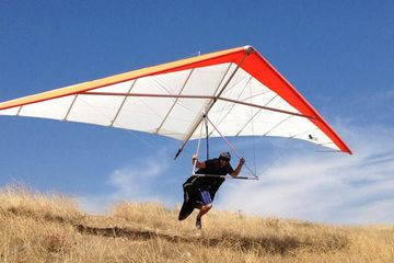 Wolfy playing around on a wills wing Alpha 235 hang glider