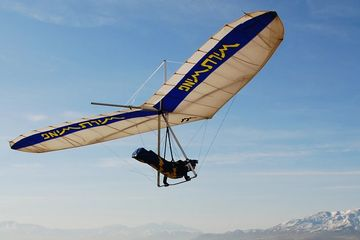 Ryan flying a U2 hang glider around the skies of Utah