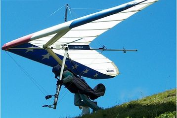 Custom freedom hang glider launching