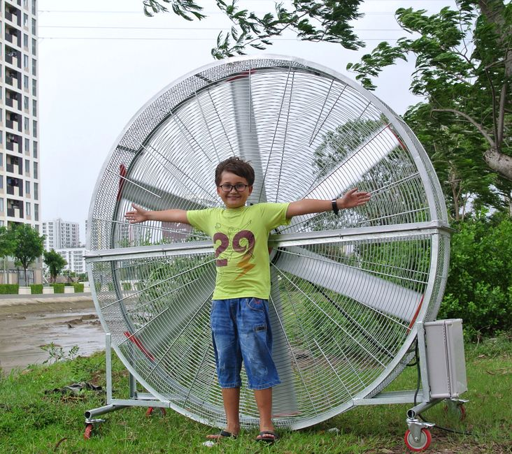 the biggest standing fan