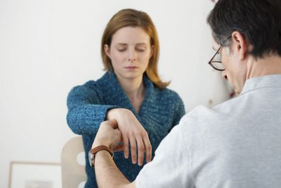 Professional, clinical Hypnosis and hypnotherapy in Chicago Loop for pain management, anxiety