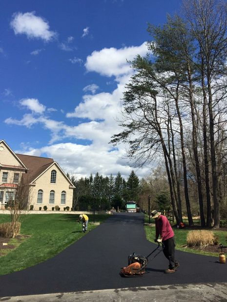 Putting on the finishing touches to a beautiful brand new asphalt driveway !