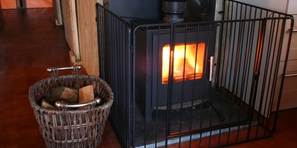 Real fire, stay warm and cosy, romantic, headed lodge